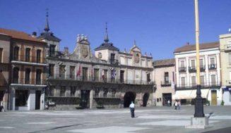 El Ayuntamiento de Medina del Campo conmemora el 8M con la lectura de un manifiesto y actividades en los centros educativos de la villa
