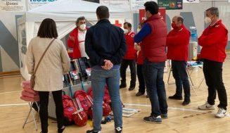Cruz Roja instala el albergue provisional en el polideportivo de Medina de Rioseco