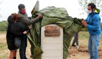 Un nuevo moral en el Bosque de Santa Ana rinde homenaje Ignacio Bustamente, profesor de INEA que fue vecino de Santiago del Arroyo